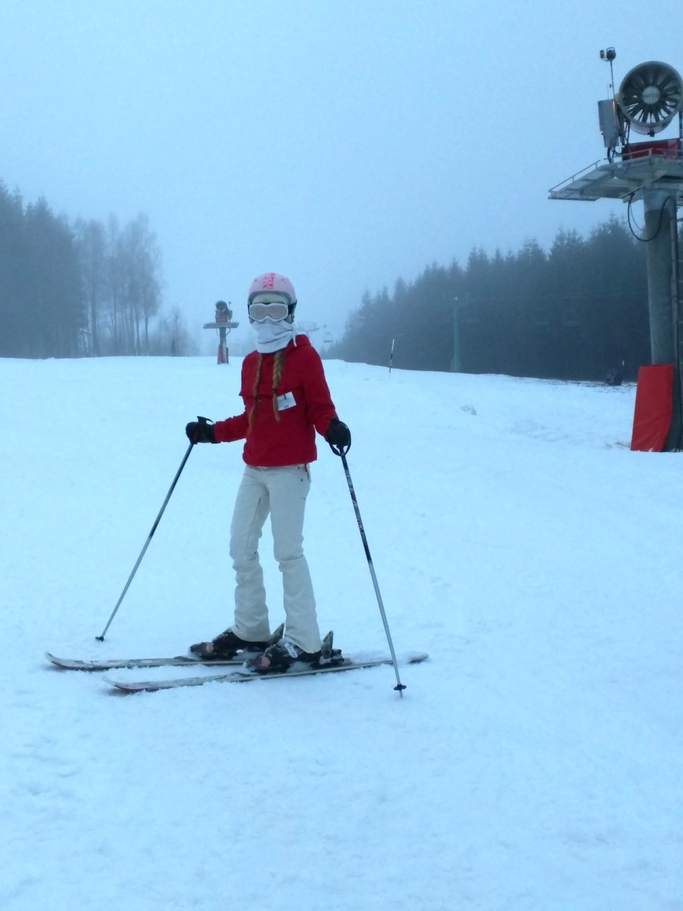 je m´appelle anemone: first time skiing at vallåsen