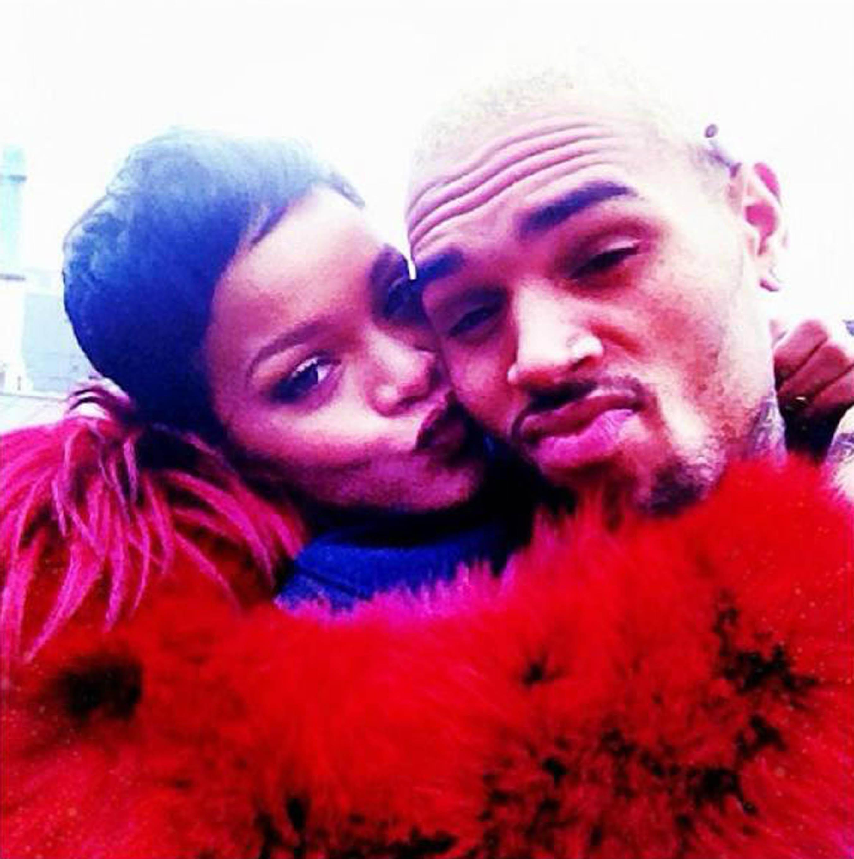 Rihanna dating Chris Brown igen 2013