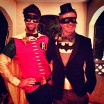 Jesse Tyler Ferguson och vän som Batman och Robin