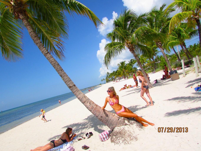 Key west bikini beach, bulging black pussy