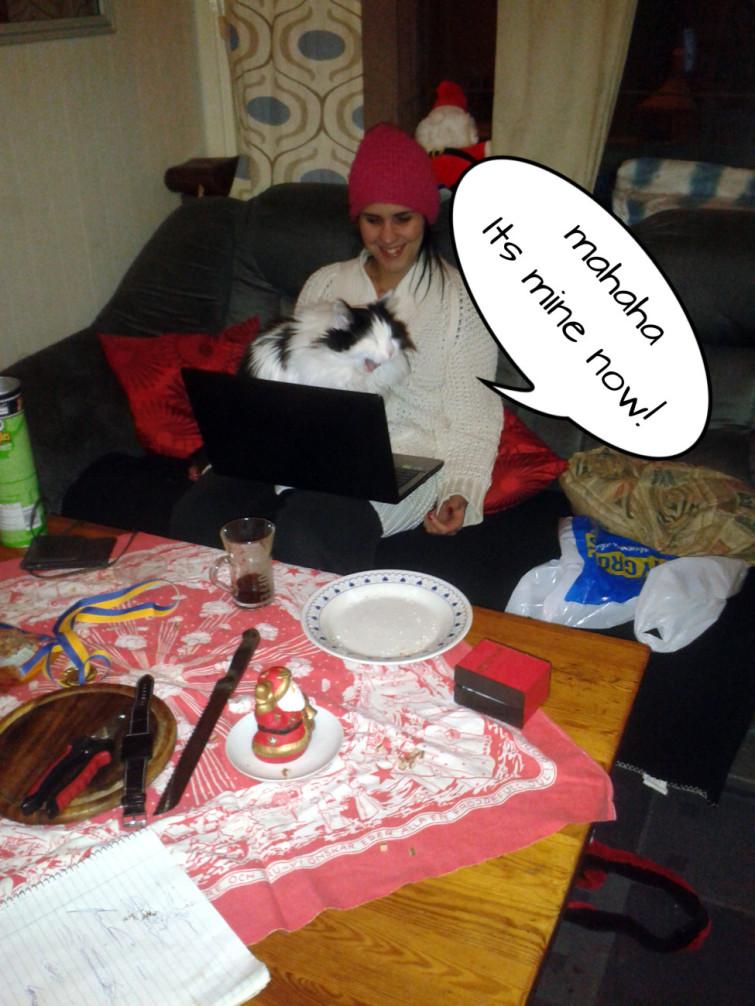 Kissemonster VS laptop