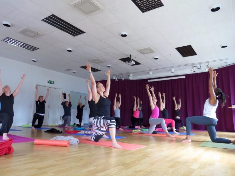 Några började med Yoga tillsamans med Blossom