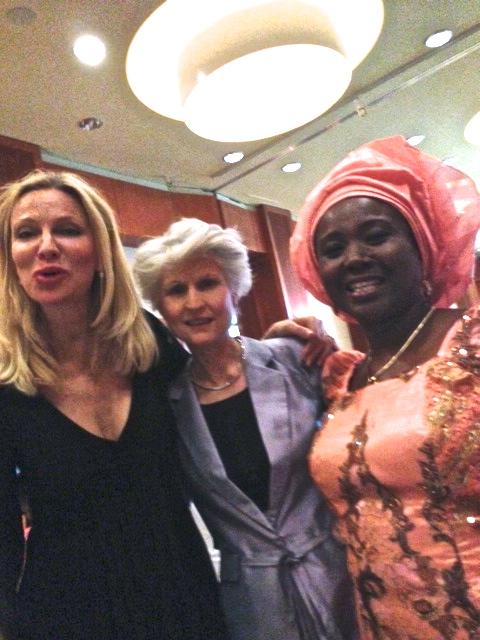 Party, party med Anna Maria Corazza Bildt och Sarah Pane rådgivare till Nigerias President.