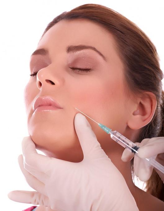Man vill bara reglera estetiska behandlingar som har få biverkningar jämfört med tatuering och piercing