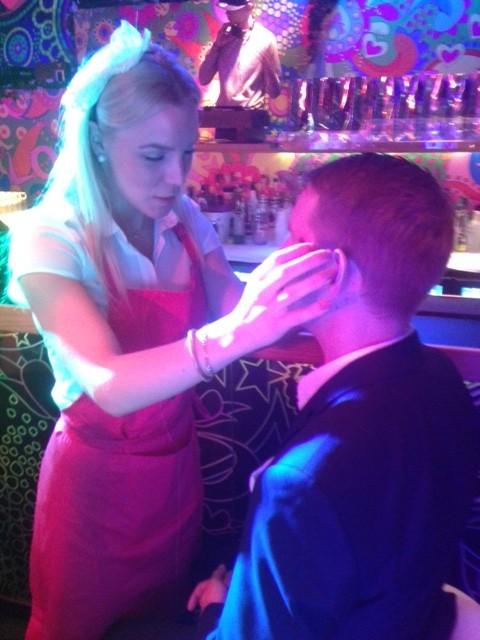 Madeleine bjöd mig på eventet All About Beauty på Café Opera. Här erbjöds det en massor av behandlingar som Eye Brow Bar som fixar ögonbrynen.