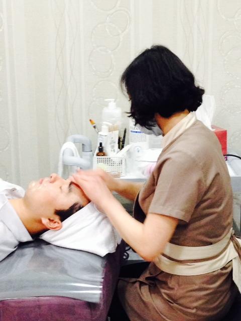 Vi fick även se en PDO-behandling på en av Koreas största kliniker där 240 läkare arbetar.