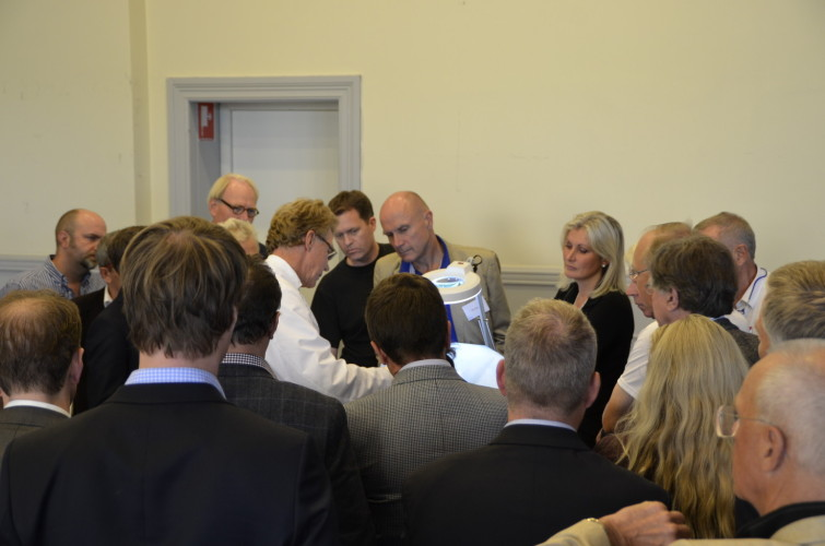Intresset var stort när Dr. Fredrik Gewalli visade upp trådlyftet V SoftLift.