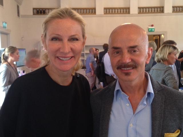 Här är jag med Giovanni Botti i Sverige och se hur bra hans dotter som är plastikkirurg, opereade sin pappa.