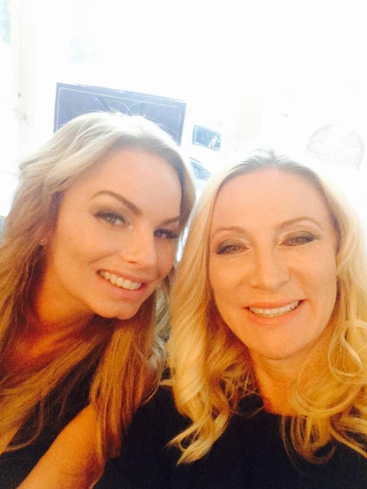 Pernilla och jag  jobbar på och har snart vårt TV program klart.