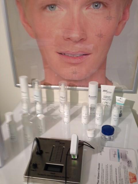 Med SkinPlan mäter man hudens vetenskapliga tillstånd på en minut.