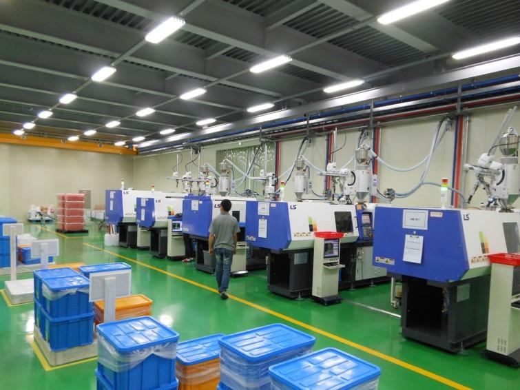 Just nu tillverkar vi V SoftLift i Korea. Här är fabriken. Nu planerar vi att bygga en till fabrik i Sverige