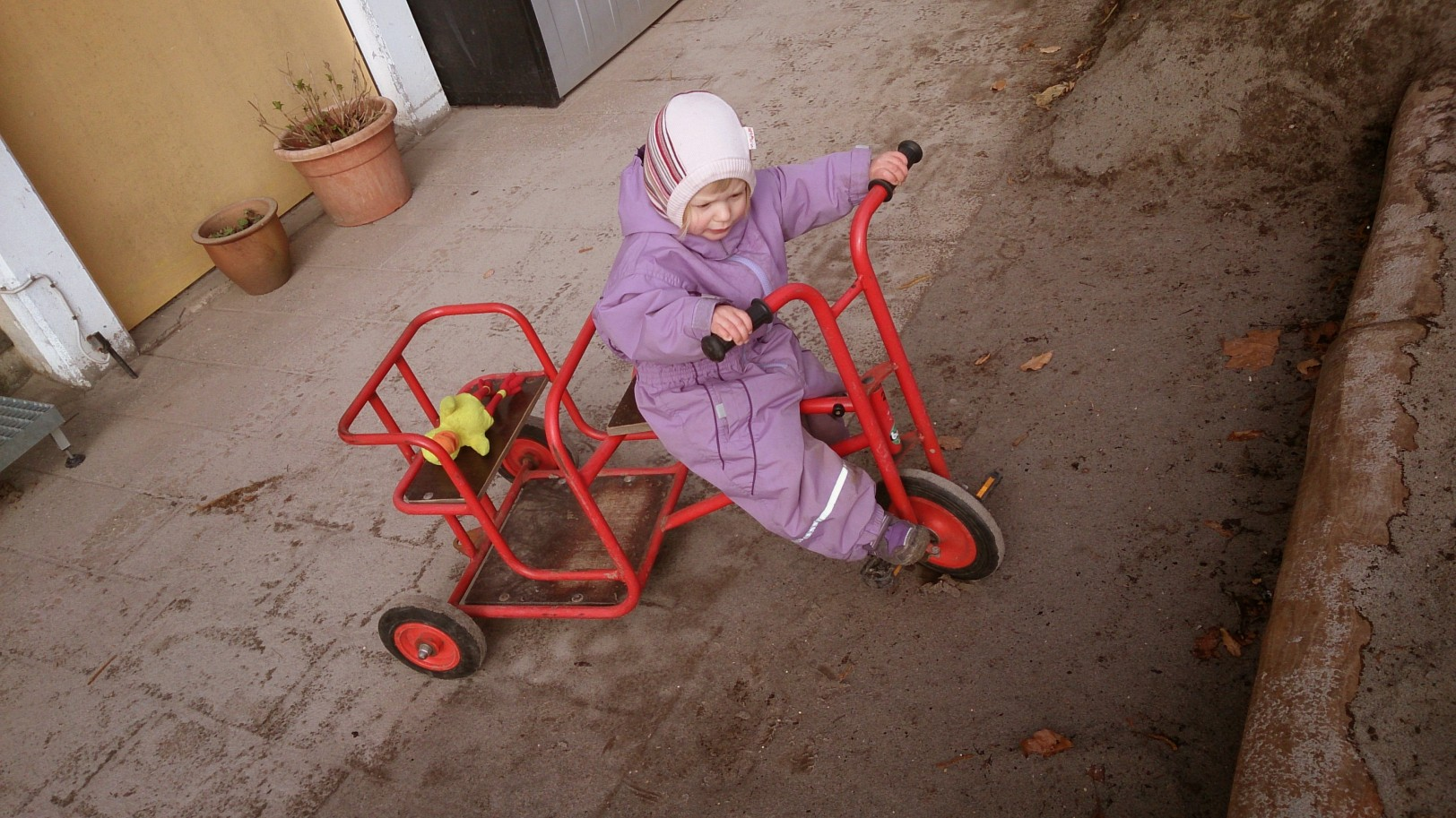 Alva trying to muscle her way around the tandem bike