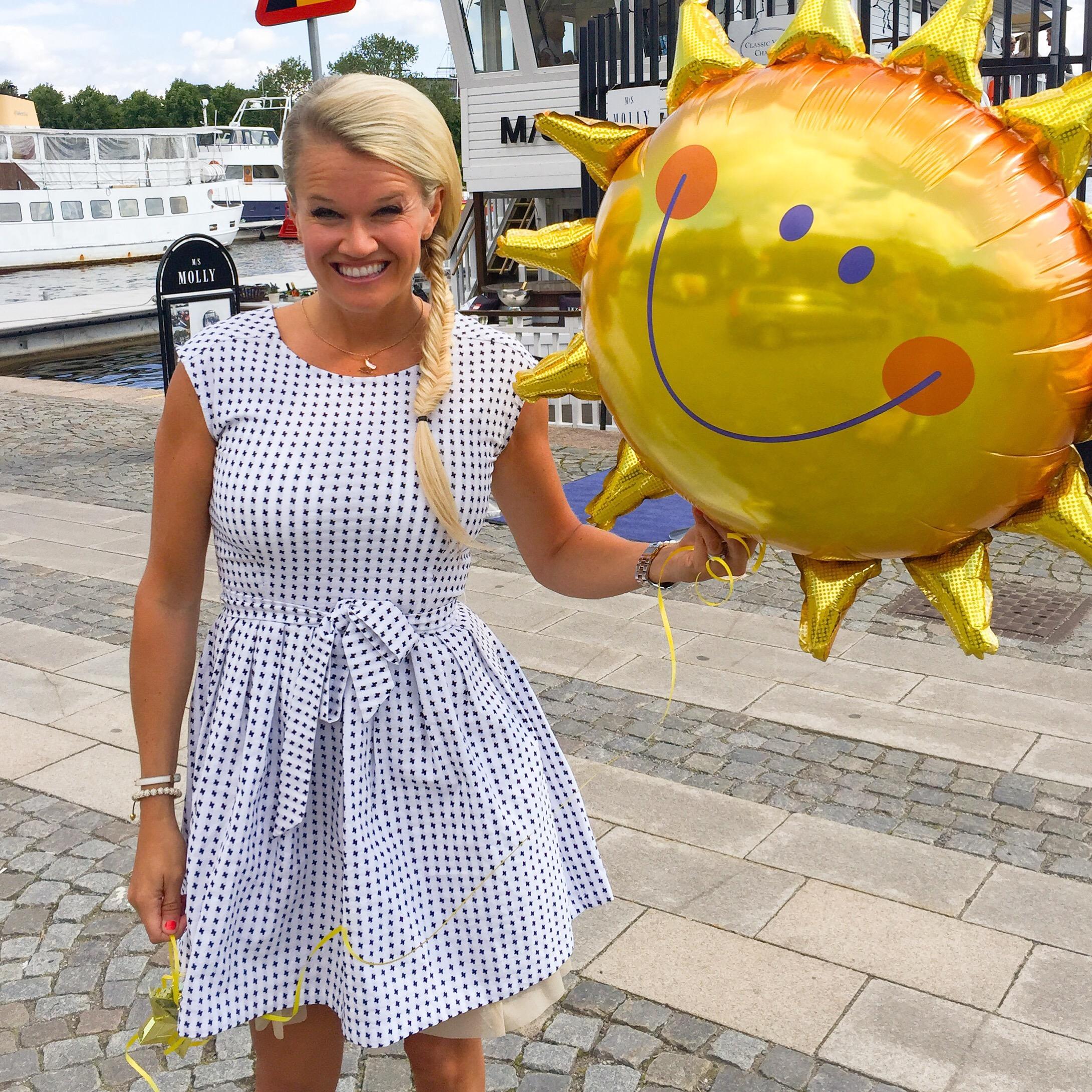 pernilla wahlgren collection » Med ett leende på läpparna 5d97228eed826