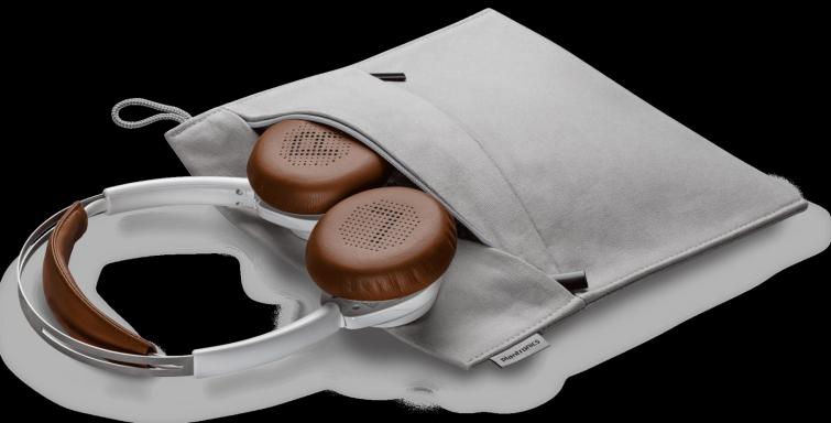 backbeat-sense-white-headset-and-case