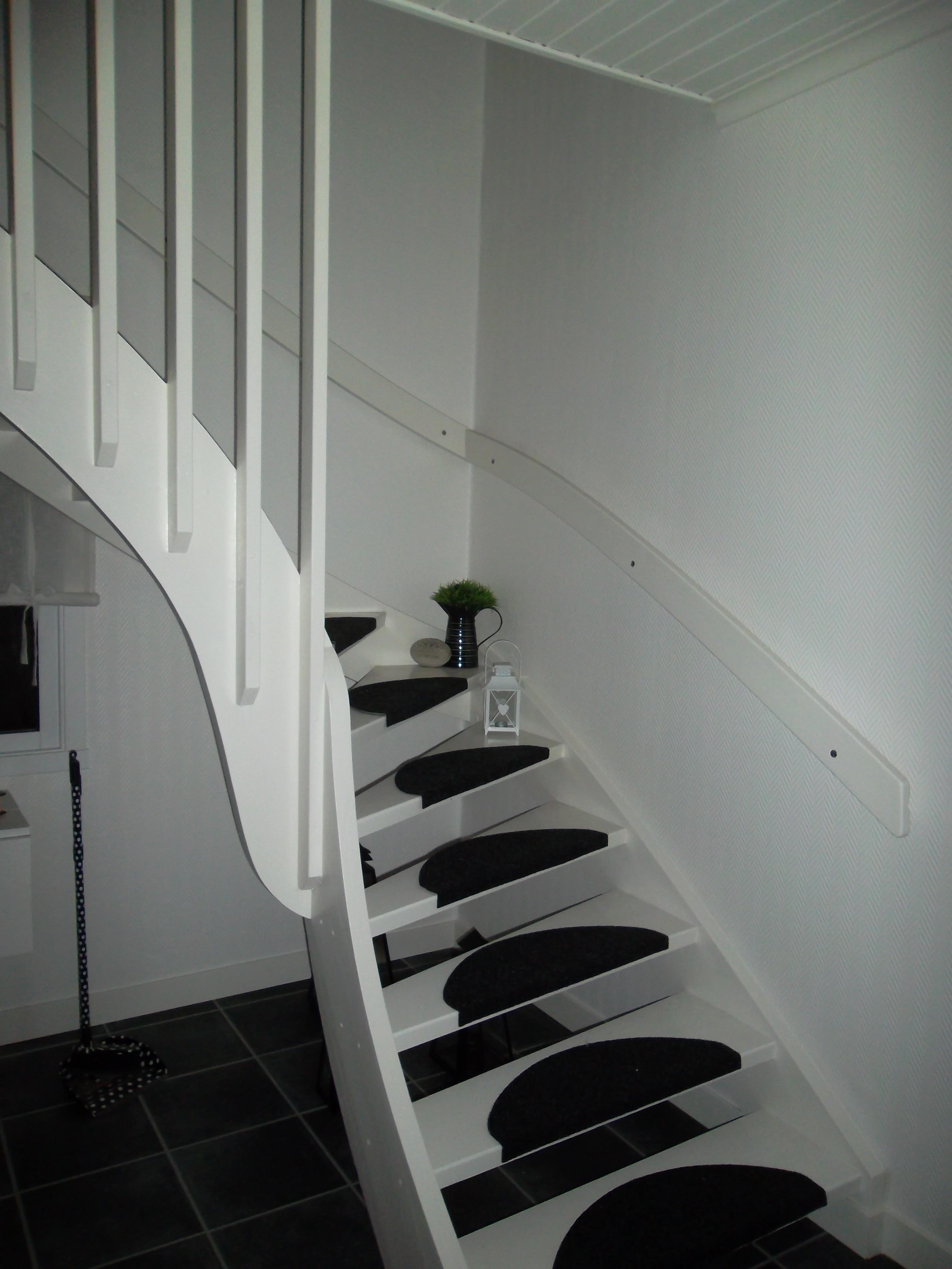 Vår nymålade trappa » lipstickjungle